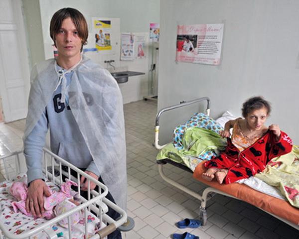 Самая маленькая женщина Европы стала мамой