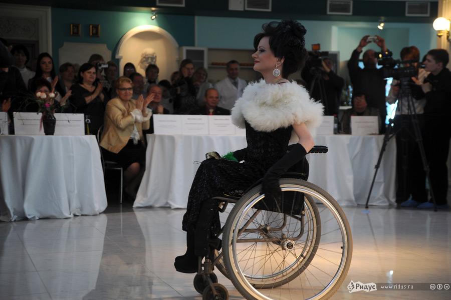 Инвалидность не мешает оставаться девушкам красивыми и обаятельными