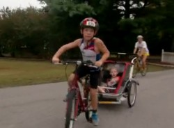 9-летний мальчик помог брату-инвалиду принять участие в триатлоне
