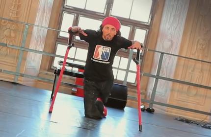 Дергин Токмак: Костыли танцам не помеха!