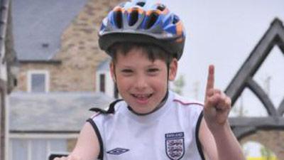 Мальчик с параличом выиграл конкурс по триатлону
