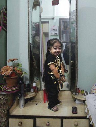 Джиоти Эмж: Самая маленькая женщина