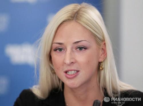 На фото: чемпионка Паралимпийских летних игр 2008 года Олеся Владыкина на пресс-конференции.