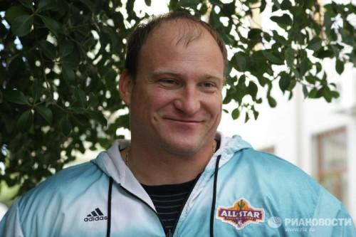 На фото: чемпион Паралимпийских игр по легкой атлетике Алексей Ашапатов .
