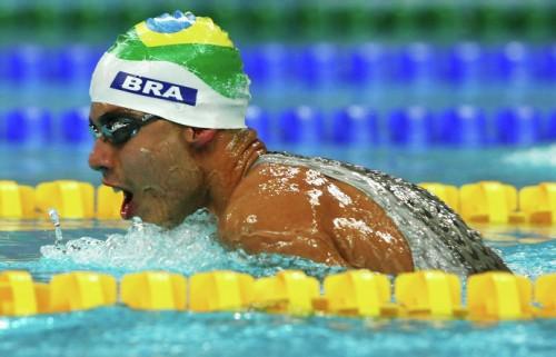 На фото: Даниэль Диас участвует в соревнованиях по плаванию на Паралимпийских играх в Пекине.
