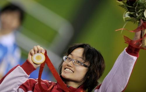 На фото: Чань Юй Чун после победы в соревнованиях на Паралимпиаде в Пекине.