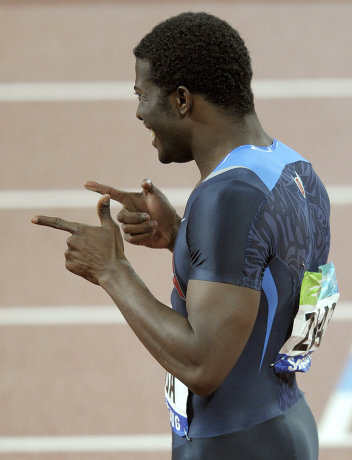 На фото: Джером Синглтон радуется победе в беге 4 по 100 метров на Паралимпийских играх в Пекине.