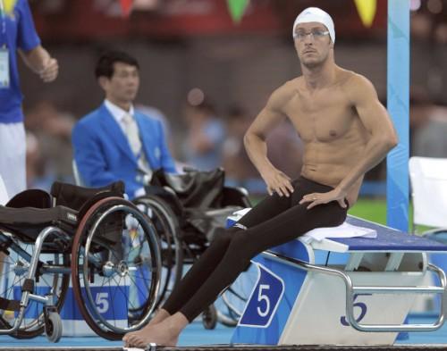 На фото: Дэвид Сметанин перед соревнованиями по плаванию на Паралимпийских играх в Пекине.