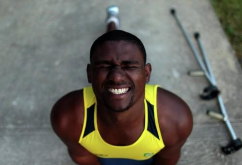 На фото: Вандерсон Силва участвует в подготовке к соревнованиям летних Паралимпийских игр в Лондоне.