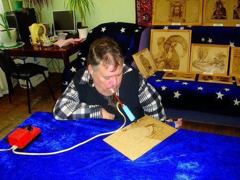 Виктор Бабарыкин: Иконы он пишет зубами