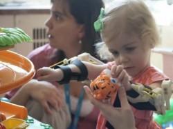 Экзоскелет для девочки напечатали на 3D-принтере