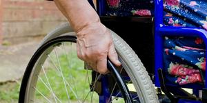 """""""Доступная среда"""" для инвалидов продолжает жить лишь на бумаге"""