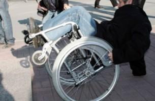 Инвалид-колясочник выиграл дело о нарушении норм безбарьерной среды