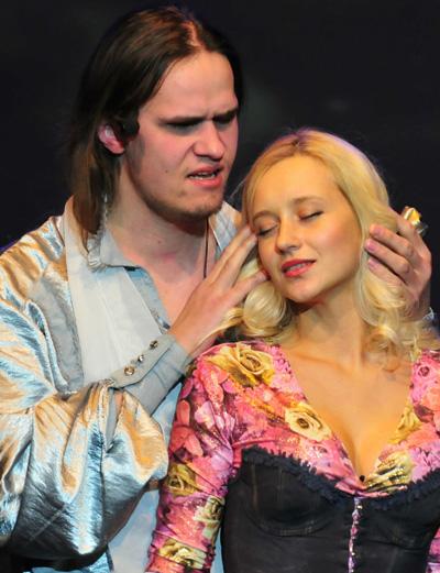 Оба. Он - слепой музыкант, она - красавица и руководитель театра. Они вместе