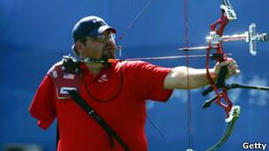 В соревнованиях по стрельбе из лука разыгрывается 9 комплектов медалей