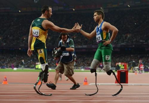 Бывший чемпион Оскар Писториус (слева) и обошедший его Алан Оливейра (фото: Channel 4)