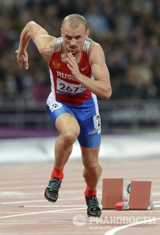 На фото: спортсмен Алексей Лабзин, завоевавший золотую медаль в беге на 400 метров, на соревнованиях по легкой атлетике на Паралимпийских играх 2012 в Лондоне.