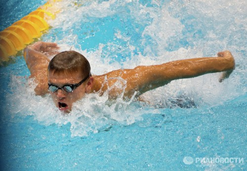 На фото: спортсмен Роман Макаров, завоевавший золотую медаль на дистанции 100 метров баттерфляем, на соревнованиях по плаванию на Паралимпийских играх 2012 в Лондоне.