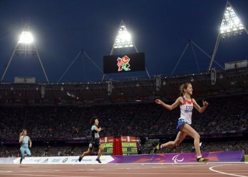 На фото: Елена Иванова (справа), завоевавшая золотую медаль на Паралимпиаде в Лондоне в беге на 200 метров.
