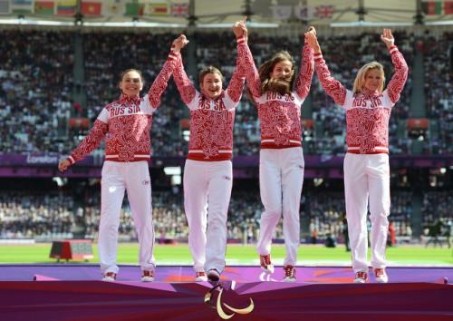 На фото: Анастасия Овсянникова, Светлана Сергеева, Елена Иванова и Маргарита Гончарова - победительницы в эстафеты на соревнованиях по легкой атлетике в 7-й день Паралимпиады