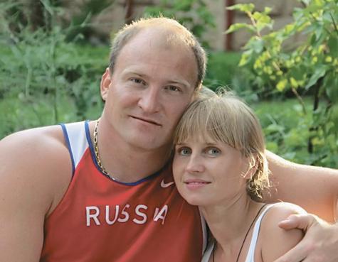Алексей Ашапатов с невестой Юлей.