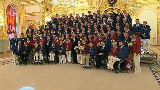 Триумфаторов Паралимпиады торжественно наградили в Кремле