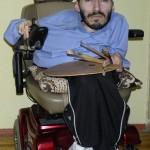 Инвалид нарисовал 30 картин, чтобы сыграть свадьбу