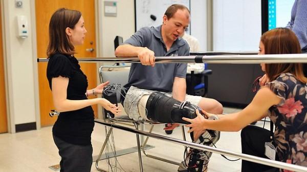 Бионическая нога позволила американцу подняться на вершину небоскреба