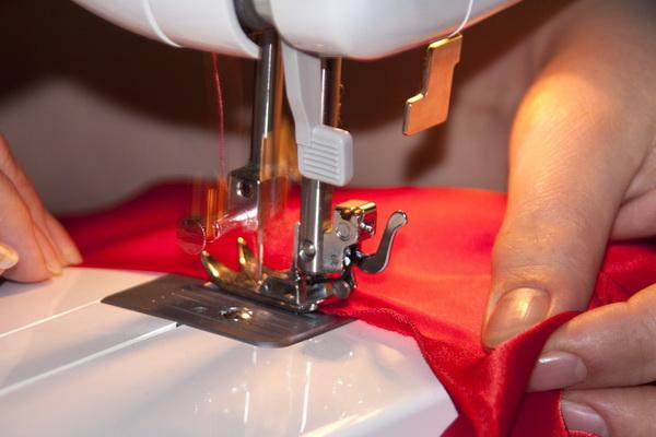 Тяжело больная девушка стала дизайнером одежды