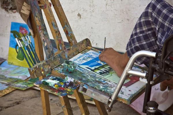 Художник пишущий картины ногами