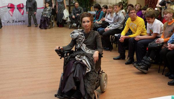 Модели-инвалиды представили наряды на фестивале «Особая мода» в Томске
