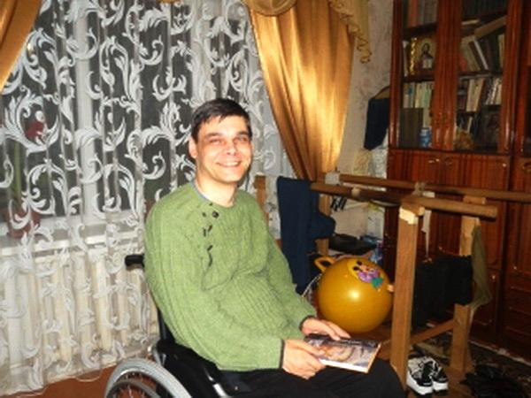 Человек с инвалидностью преподает в университете США