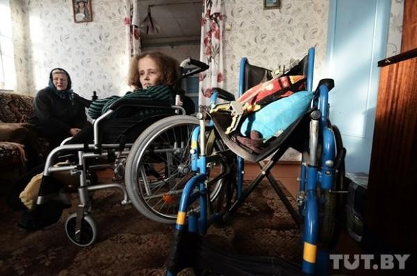 Девушка, получившая коляску с электромотором, отдала оставшиеся деньги больным детям