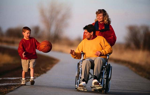 Пять стадий возвращения: советы психолога для родственников людей с инвалидностью