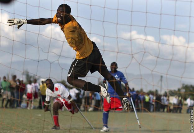 Как люди с инвалидностью играют в футбол