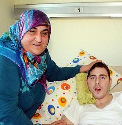 Гульсум уже 4 года не отходит от кровати своего приемного сына (фото: предоставлено волонтерами)