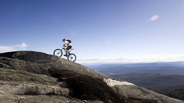 Велосипедист без руки и ноги вдохновил мир своей выносливостью