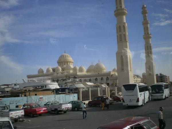 Самая большая и красивая мечеть Хургады.