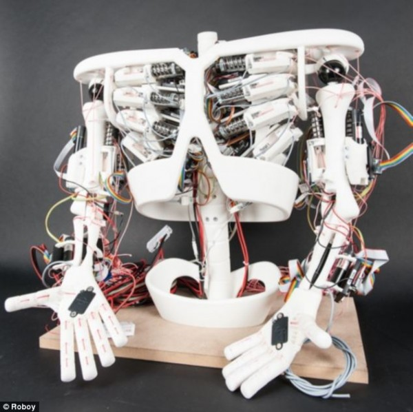 """Швейцарцы создадут """"робота-мальчика"""" для помощи пожилым людям к марту 2013 года"""