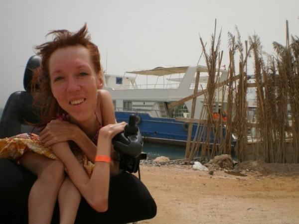 Заброшенная яхта,сразу вспомнился остров погибших кораблей:)