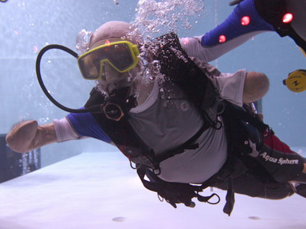 Французский пловец без рук и ног погрузился на 33 метра под воду