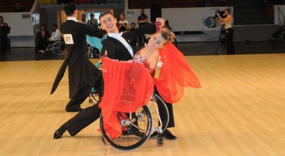 Чемпионка мира и Европы по танцам на колясках и мастер спорта международного класса Анна Горчакова и её партнёр Игорь Киселёв