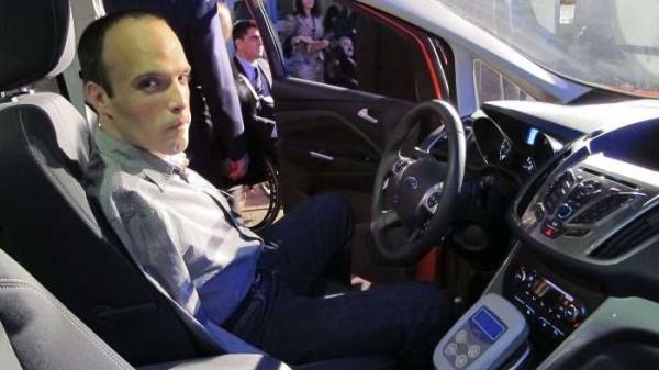 Испанец стал первым водителем без рук в Европе