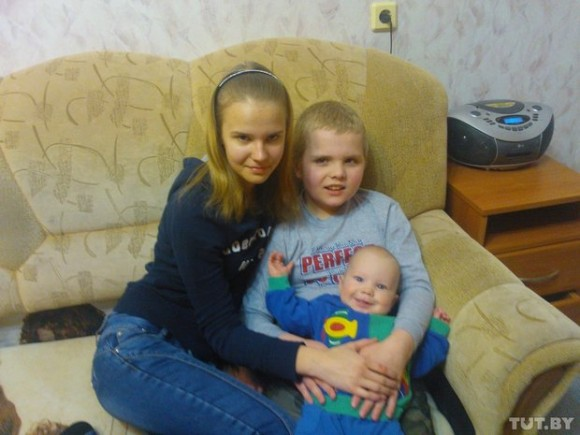 Фото из семейного архива Братишки Бурковы со старшей сестрой