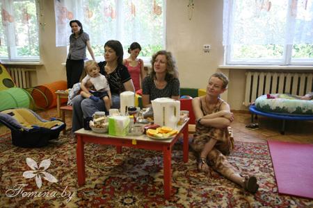 На фото: Наталья Матусевич (в центре), Алина Ничкасова (справа)