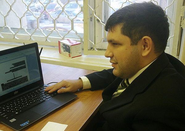 Успешный незрячий адвокат на ты с компьютером и машиной