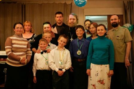 О. Владимир Климзо с детьми и сподвижниками