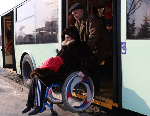 Сколько барьеров нужно преодолеть инвалиду-колясочнику по пути на работу. Если он смог ее найти