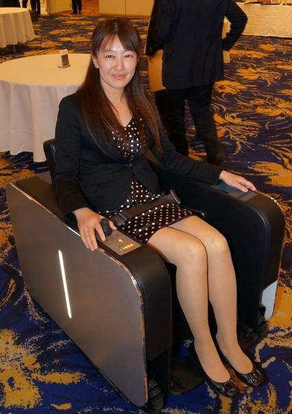 В Японии начались продажи электромобиля в виде кресла