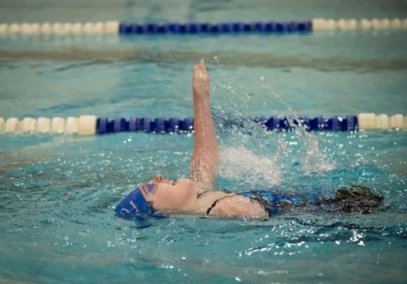 Пловчиха без ног и одной руки продолжает бить мировые рекорды